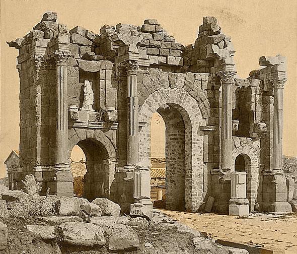 قوس روماني قديم