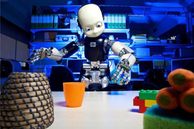 التعلم ، اللغة، الطفولة ، الروبوتات الذكية