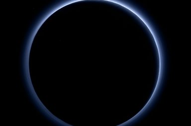 Blue_hazes_over_backlit_Pluto