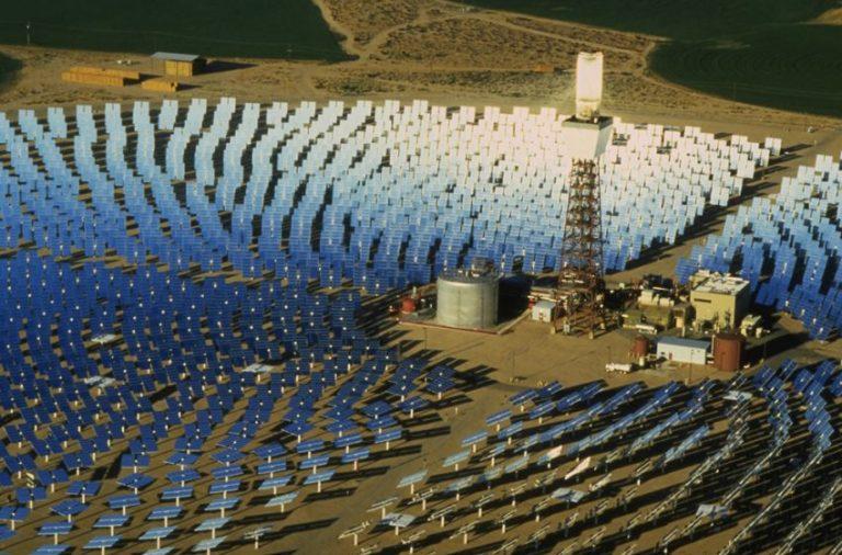 برج لتركيز الطاقة الشمسية