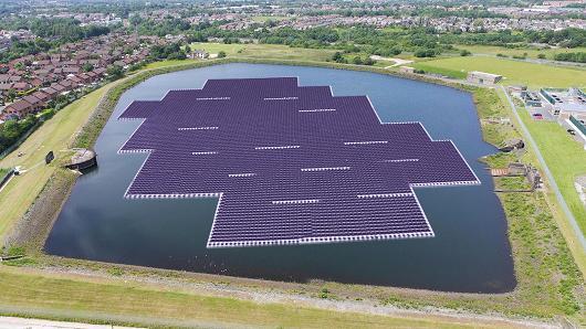 محطة عائمة للطاقة الشمسية